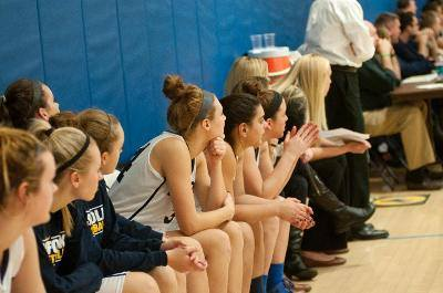 Women's basketball stumbles into first losing streak in a year