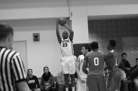 Men's hoop back on track with two dramatic comeback wins