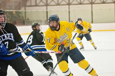 Men's hockey catapults to victory Saturday