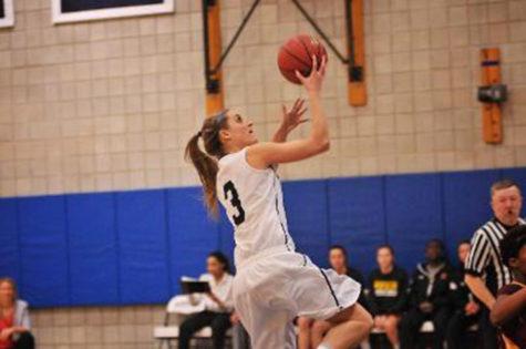 Women's basketball extend win streak against Saint Joesph's