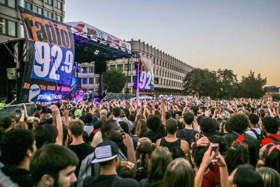 Boston City Hall hosts its last concert of Radio 92.9's Summer Series. Courtesy of Radio 92.9's Facebook.