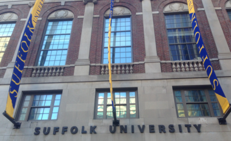 Kelly signs for Suffolk to support DACA policy for undocumented students