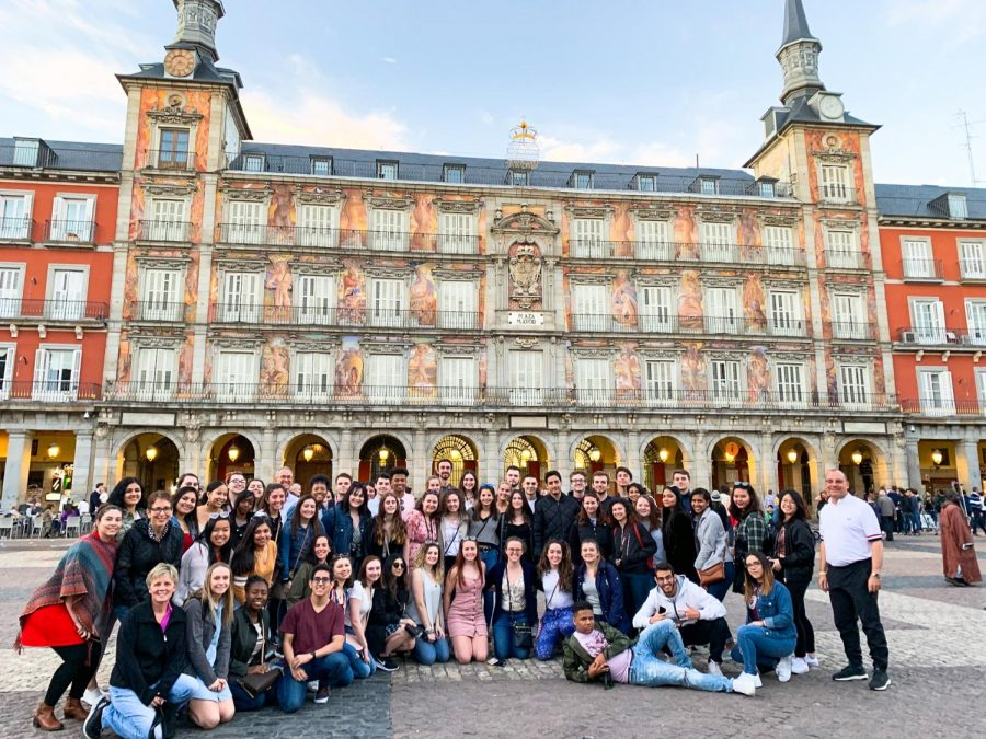 Global Gateway students pose in Plaza Mayor in Madrid, Spain