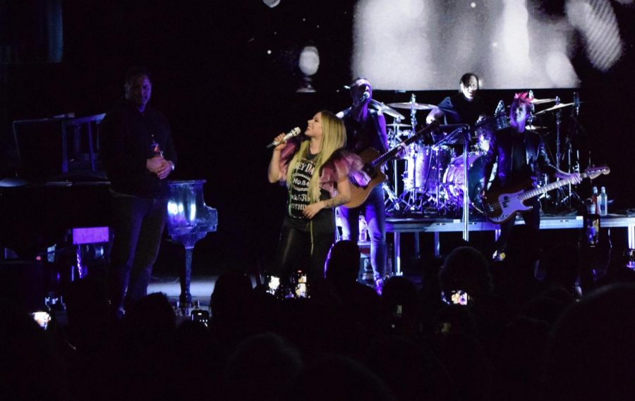 Avril+Lavigne+fills+Orpheum+with+teenage+nostalgia+through+set+list+of+punk-pop+chart+toppers