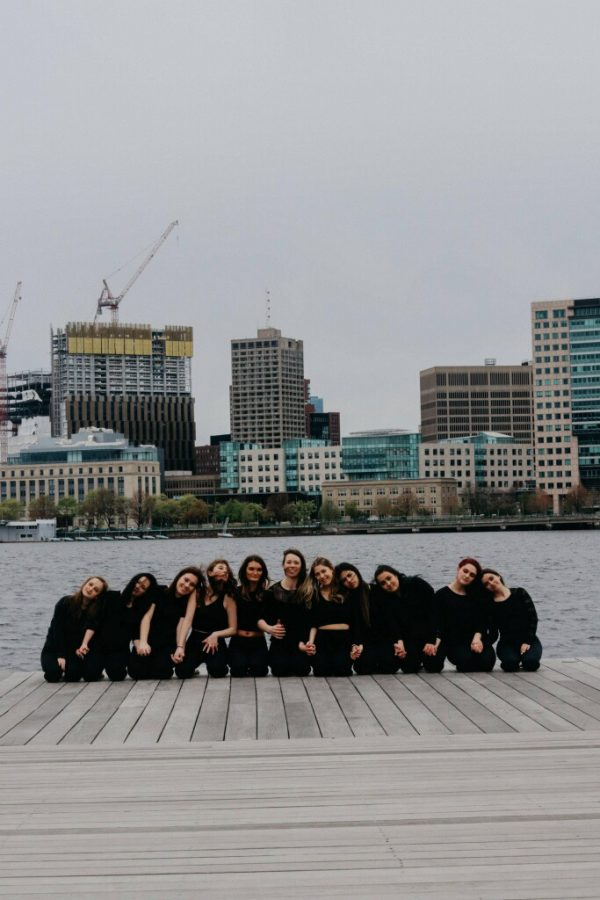 Members+of+the+Suffolk+University+Dance+Company+%28SUDC%29+strike+a+pose+for+a+group+snapshot+along+the+Charles+River+Esplanade