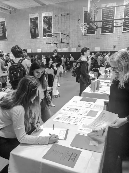 Students weigh their options at the Major and Minor Expo