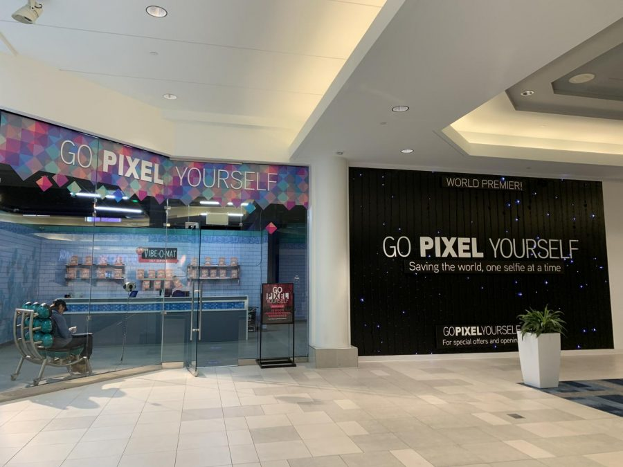 The entrance to Go Pixel Yourself located in CambridgeSide.