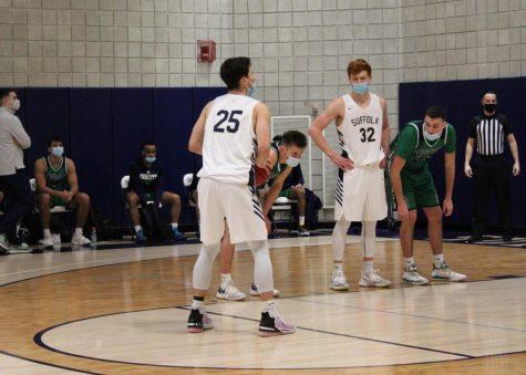 Men's basketball splits games with Endicott, off to 3-1 start