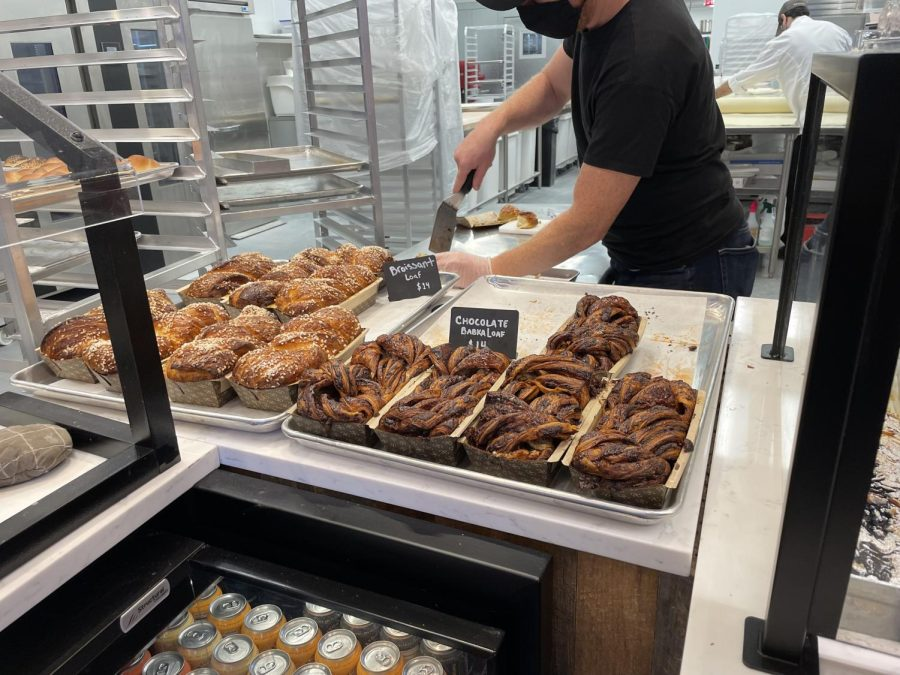 Babka+treats+being+cut+up+for+customers+to+enjoy+at+Bostons+newest+bakery%2C+Bakey%2C+located+on+151+Tremont+St.+